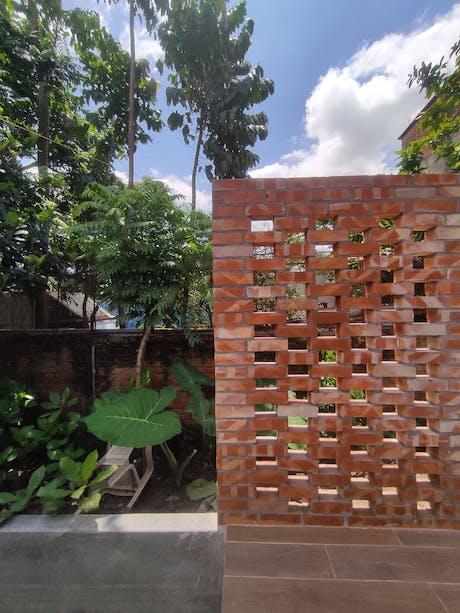 brick screening_homestead