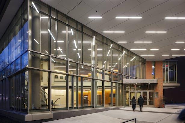 Main entry and new campus portal Photo: Richard Barnes