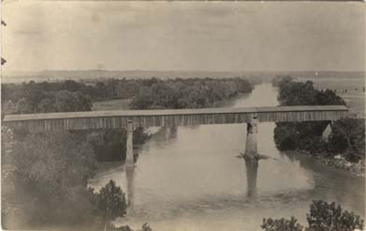 View of a bridge crossing the Chattahoochee at Eufaula, Alabama designed by King in 1839. Image courtesy of Alabama Writers' Project/Wikimedia Commons.