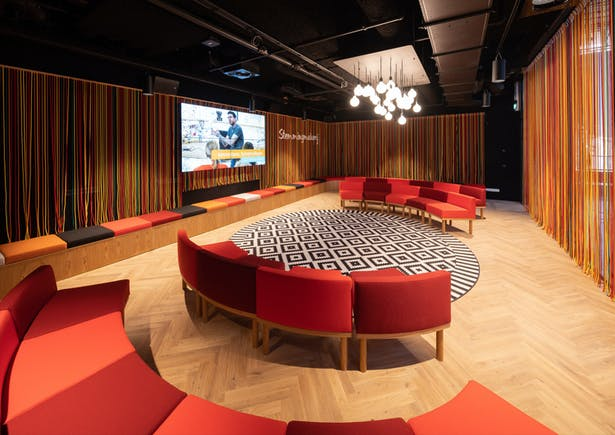 The StemmingMakerij (DialogueLab) is for people who want to make their voices heard. In this enclosed space, there is room for sixty people during meet-ups, shake-ups, presentations or workshops.