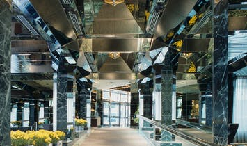 """""""Stop the unpermitted demolition"""": Roche Dinkeloo's shiny UN Plaza Hotel lobby might be remodeled"""