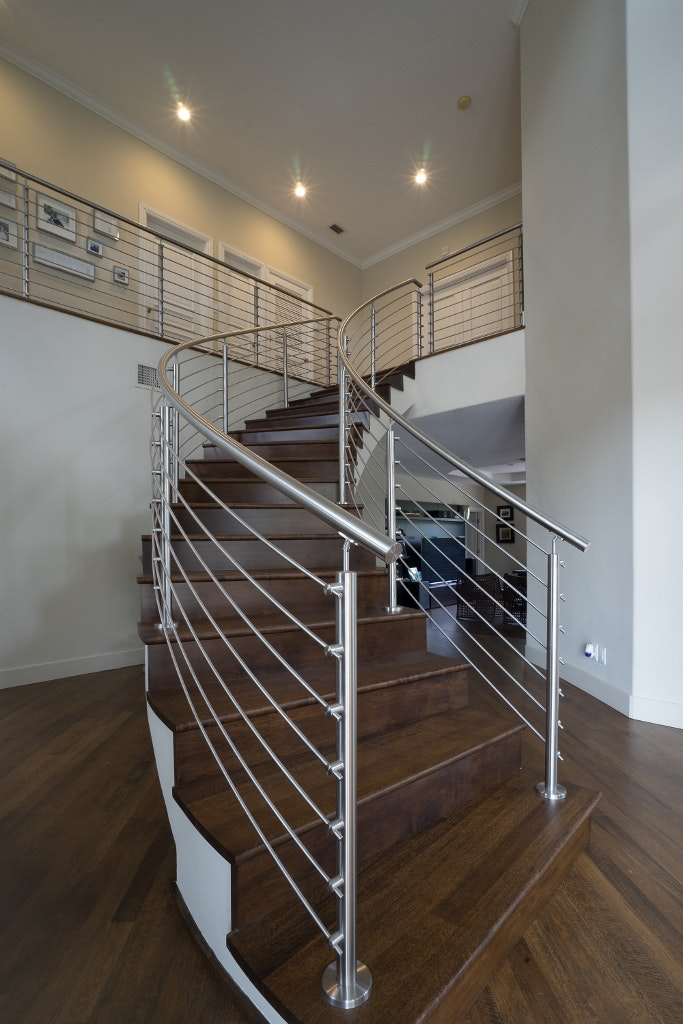 Curved Stainless Steel Rod Railings With A Top Mounted Handrail.
