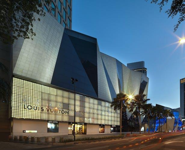 Approaching Starhill Gallery along Jalan Bukit Bintang