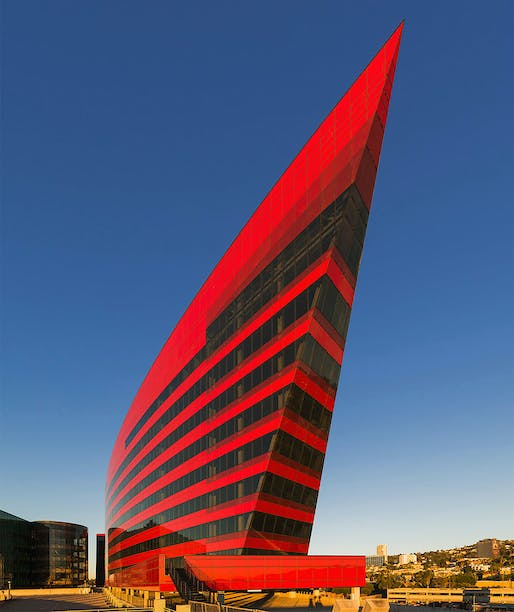 Red Building, Pacific Design Center by Pelli Clarke Pelli Architects. Photo: Jeff Goldberg/Esto.