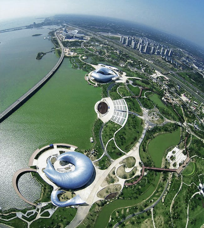 Aerial view of the Art and Science Pavilions by Lab Architecture Studio + Chris Yiu-hang Chan and Stephanie Mee-lee Tan. Photo: Ryuji Miya. Image courtesy of Chris Y.H. Chan