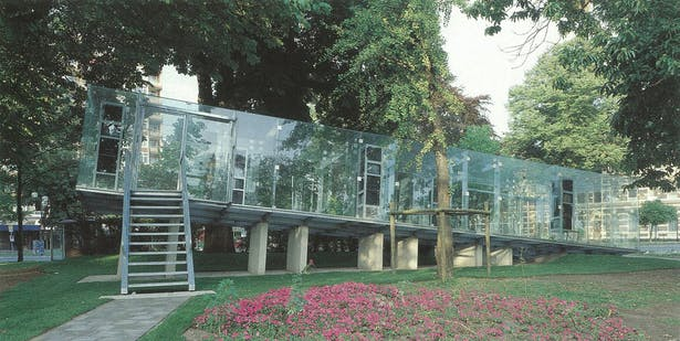 Original design of the pavilion by Tschumi