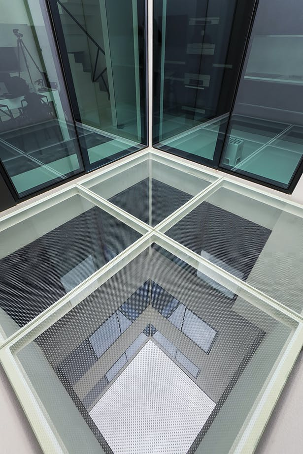 glass deck (Kitchen and dining room access)