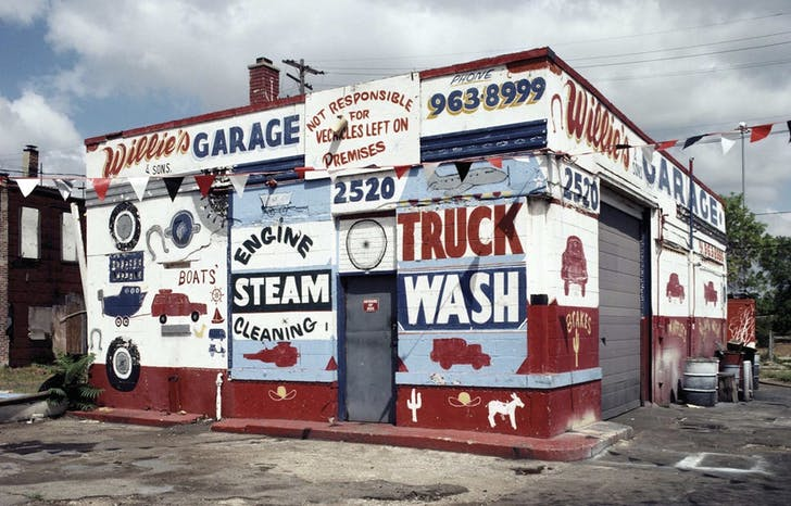 Willie's Garage, photographed 1991. Image: Camilo Jose Vergara