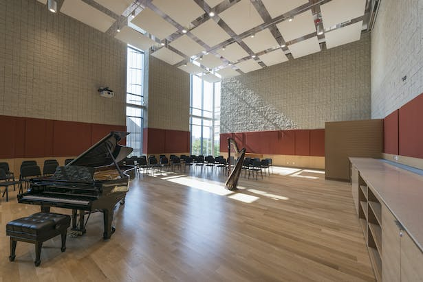 The 3,000-square-foot orchestral rehearsal room is acoustically isolated and has adjustable acoustical controls to support a variety of configurations. With its hardwood floors, the room is the ideal space for string instruments. Photo credit: Peter Vanderwarker