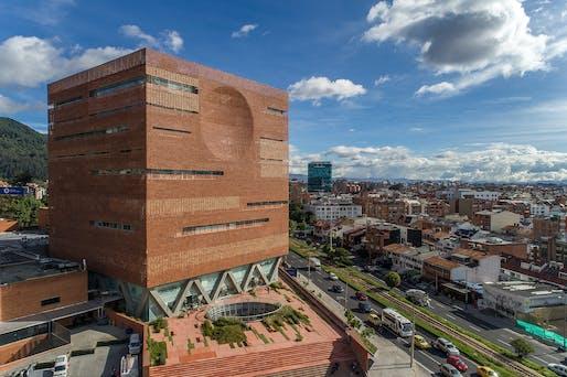 Expansion of the University Hospital of the Santa Fe de Bogotá Foundation in Bogotá, Colombia by El Equipo Mazzanti/Giancarlo Mazzanti. Photo: Alejandro Arango.