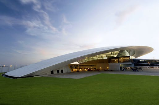 Carrasco International Airport by Rafael Viñoly Architects, located in Montevideo, UY. Image: Daniela Mac Adden.