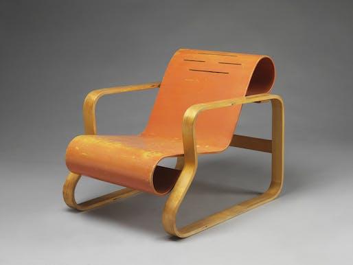 Alvar Aalto, armchair, Finland, 1930 © Alvar Aalto Museum, Photograph: Victoria and Albert Museum, London.