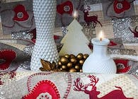 Restaurant decoration with Christmas tablecloths