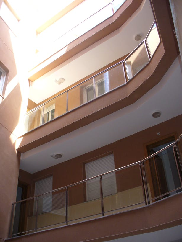 20 apartments building