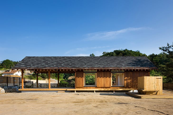 House in Geumsan, South Korea by Hyungnam Lim, Eunjoo Roh + studio_GAON (Photo: Youngchea Park)