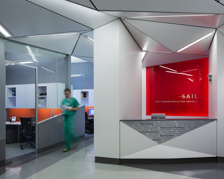 Weill Cornell Surgical Practice Expansion - Skills Acquisition Innovation Laboratory (SAIL). Courtesy of Dattner Architects.