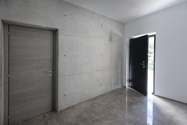 Light grey exposed concrete in the main entrance. @Tino Gerbaldo
