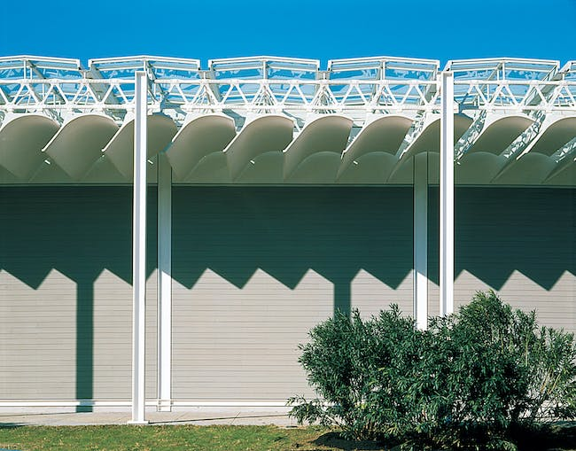 Detail of he facade - single bay of east colonnade (Photo: Hickey & Robertson)