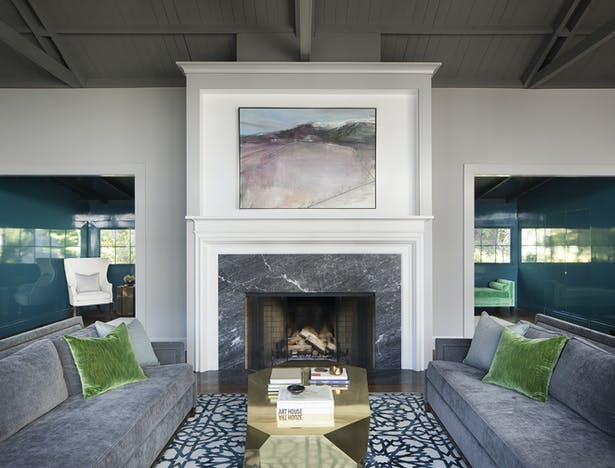Andrew Mann partially closed off the foyer from the main living area, which allowed for a blank canvas for the team and clients to create drama in the foyer without overly impacting the rest of the house.
