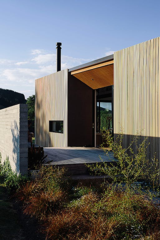 SMALL PROJECT ARCHITECTURE: Edwards White Architects in Hamilton for River Retreat. Photo: Simon Wilson.