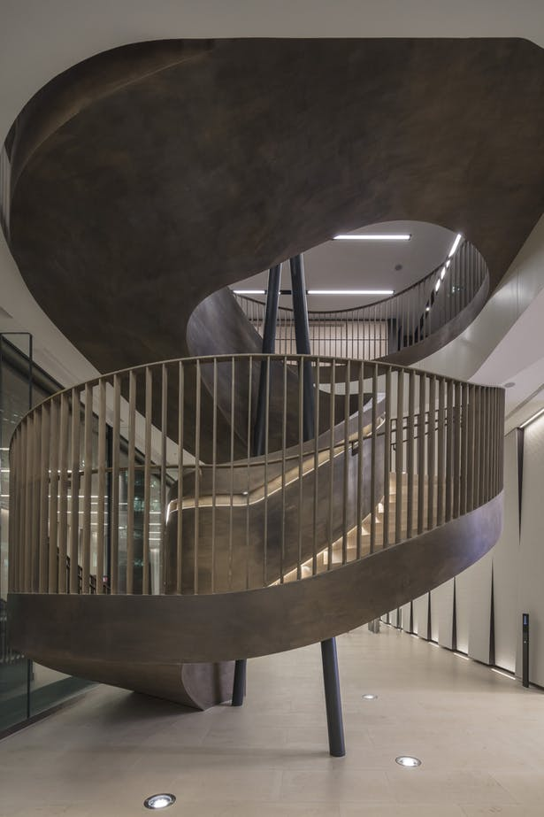 Steel balustrade with integrated handrail