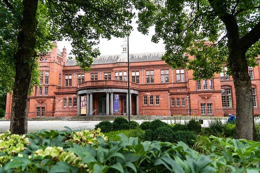 Manchester's Whitworth Gallery at the center of the controversy. Image courtesy Wikimedia Commons.