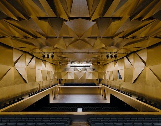 Concert hall inside the Philharmonic Hall Szczecin, designed by Barozzi / Veiga. Photo © Simon Menges