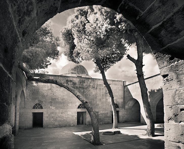 Courtyard in The Citadel of Aleppo, Syria 2009. Image © Peter Aaron/ Esto.