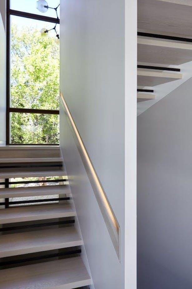 Open-tread stair w/ LED-lit recessed handrail. Joshua McHugh Photography
