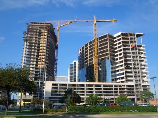 A high rise apartment complex under construction in Dallas, Texas. Image courtesy of Wikimedia user Mang9.