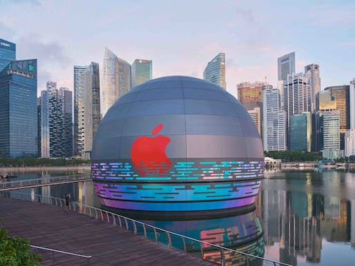 "Foster + Partners' Apple Marina Bay Sands. Image courtesy of courtesy of /<a href=""https://www.instagram.com/p/CEQiaTdjUkB/"">Marina Bay Sands</a>"