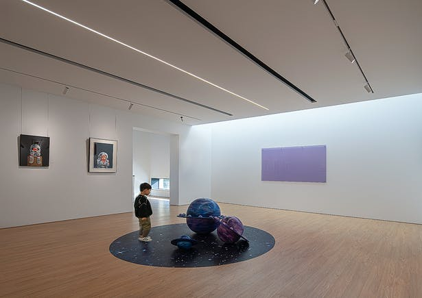 Exhibition Space with Diffuse Light Introduced through the Skylight,photo: Wu Qingshan