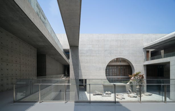 View from the first floor corridor to the main courtyard ©Su Shengliang