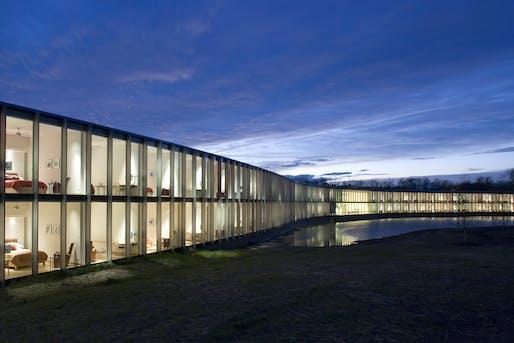 The Howard Hughes Medical Institute, Janelia Farms Campus, Architect: Rafael Viñoly Architects, P.C. © Brad Feinknopf