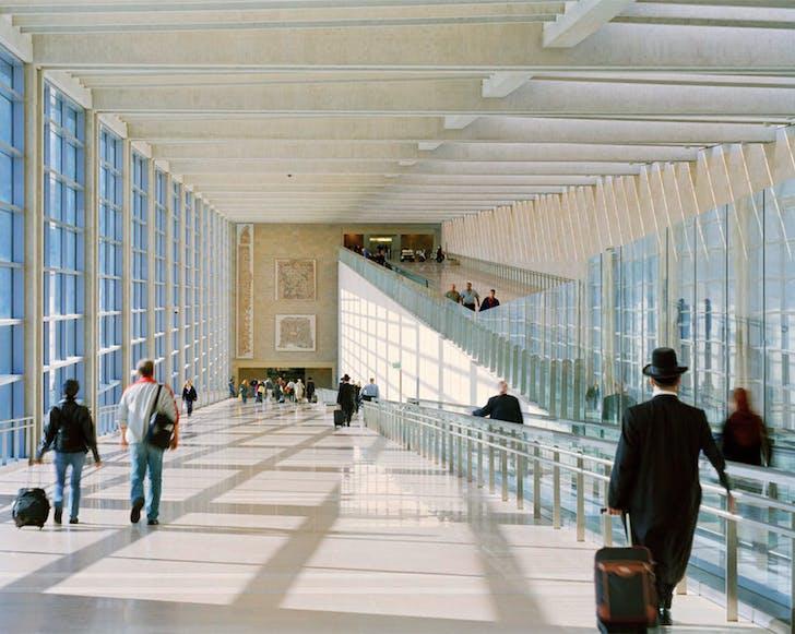 Alan Karchmer: Ben Gurion International Airport by Moshe Safdie & Associates Architects. Tel Aviv, Israel 2004. © Alan Karchmer
