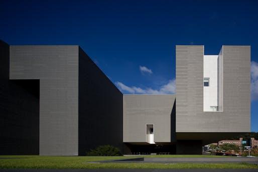 Amore Pacific Research & Design Center / Alvaro Siza, Carlos Castanheira and Kim Jong Kyu. Image © Fernando Guerra | FG + SG.