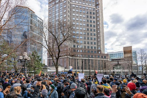"Crowd gathers awaiting the verdict in downtown Minneapolis, Minnesota, outside the 4th Judicial District courthouse at the Hennepin County Government Center (April 20, 2021) Image © Tony Webster via/<a href=""https://flic.kr/p/2kUbTPc"">Flickr</a> (CC BY-SA 2.0)"