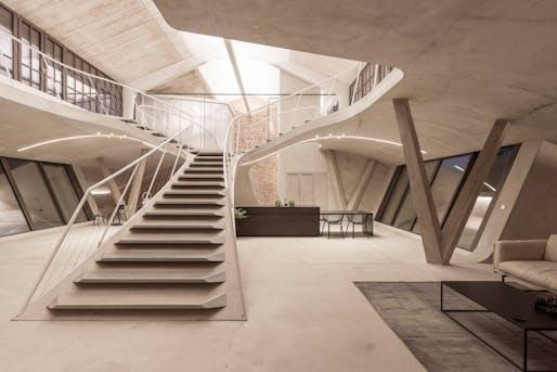 Panzerhalle Loft in Salzburg, Austria. Photo © Tobias Colz/smartvoll.