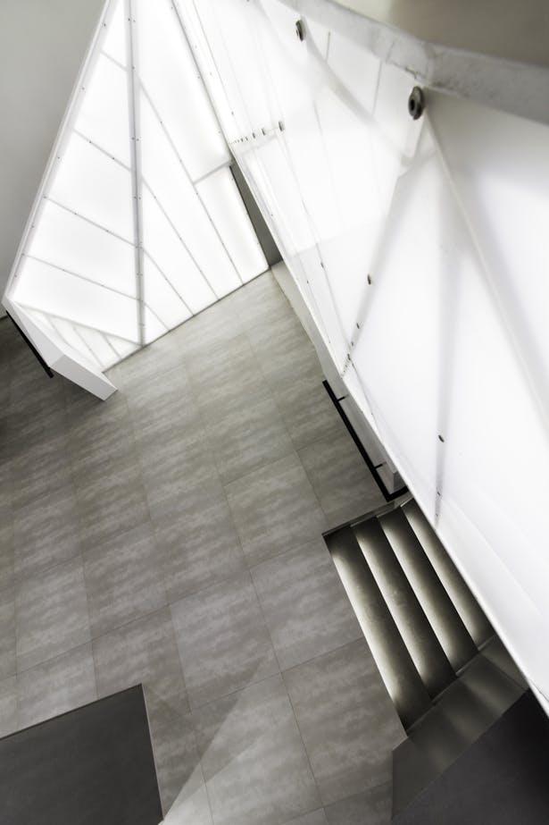 Top down towards lobby