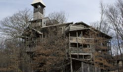 World's largest treehouse destroyed by fire