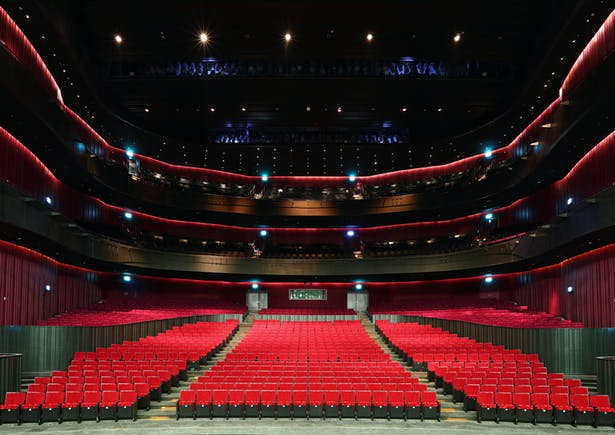 The 2236-seat Opera House is arranged in the form of a horseshoe with three circled balconies. This theatre is suitable for Western opera, with an orchestra of over seventy musicians. Image by National Kaohsiung Center for the Arts (Weiwuying).