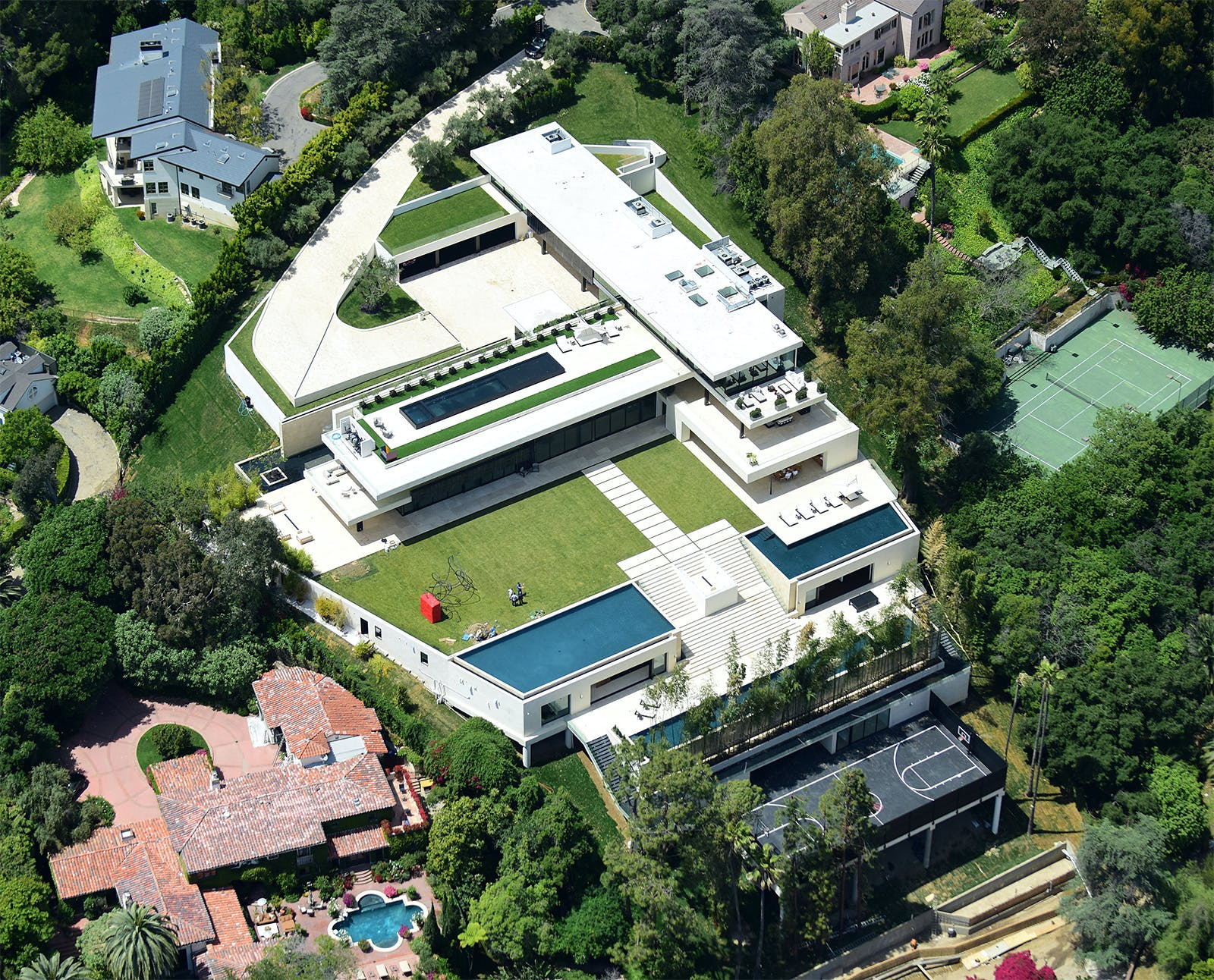 Beyoncé And Jay Z S New Paul Mcclean Designed Bel Air Pad Ranks Among The Most