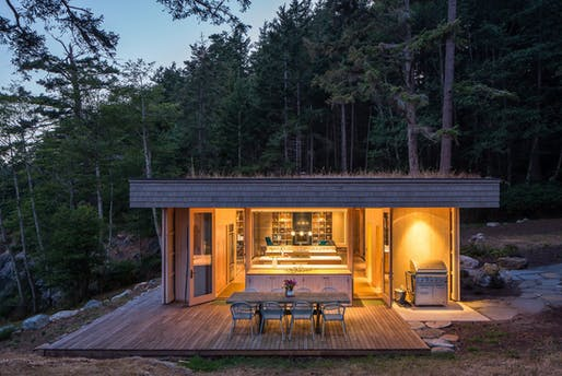 Lone Madrone by Heliotrope Architects. Photo: Sean Airhart.