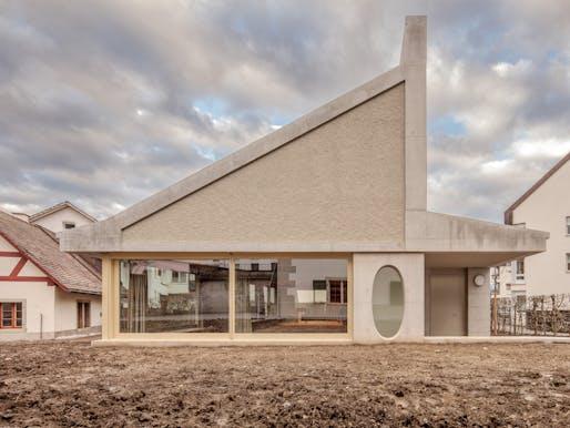 Rüti ZH parish hall by ARGE Joos & Mathys Architekten / Daniel Nyffeler Architekten. Photo: Andreas Buschmann.