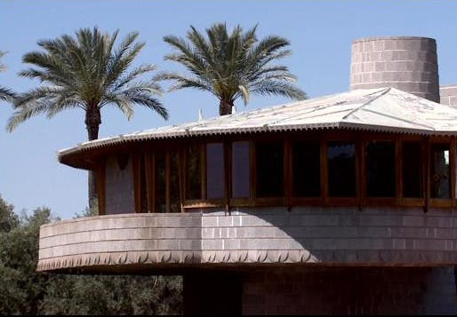 This 1952 Frank Lloyd Wright house in Phoenix' Arcadia neighborhood isn't making its neighbors too happy. (Image: KPHO/KTVK; via azfamily.com)