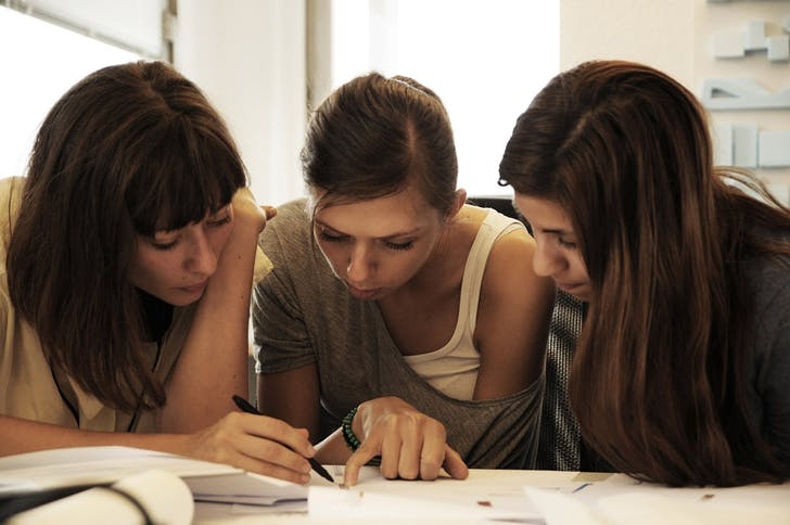 DRX Researchers Agata, Anna & Danae at work. (Photo: Moritz Fleischmann)