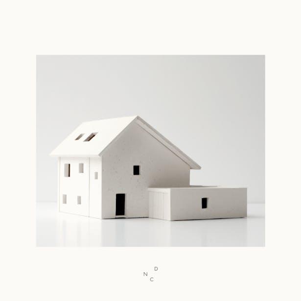 De Nieuwe Context exposeert tijdens During TEFAF Het Solide Huis. Model: Taktil