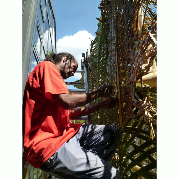 Fixing the leaves to the bamboo structure