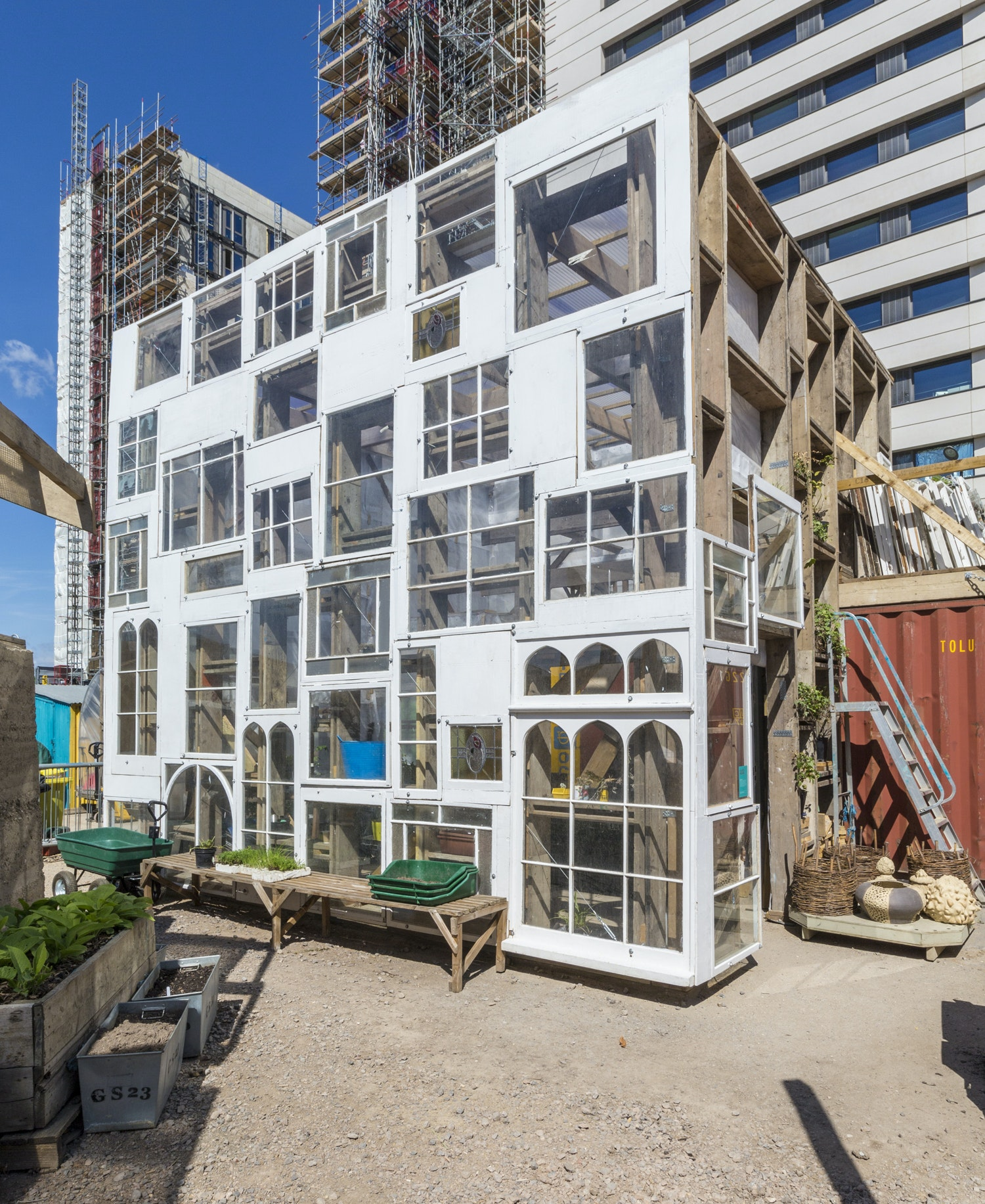 Bartlett students collaborate with mobile urban garden project in London
