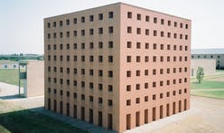 Approaching a multilayered death at Aldo Rossi's cemetery